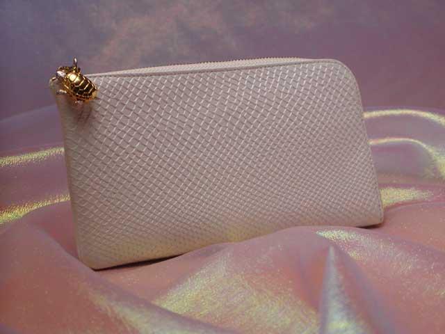 世界一使いやすい白蛇財布