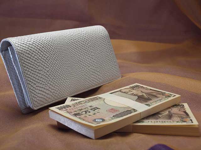 200万円入る白蛇財布